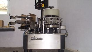Labelling_machine_PIRZER_for_glass_of_bottles-4740.jpg