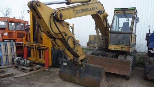 CATERPILLAR_CAT_206-12079.jpg